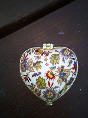 Szkatułka porcelanowa