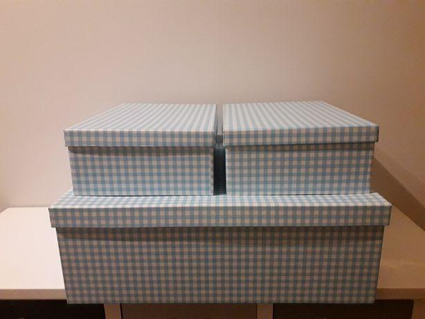 Caixas novas com padrão xadrez azul claro