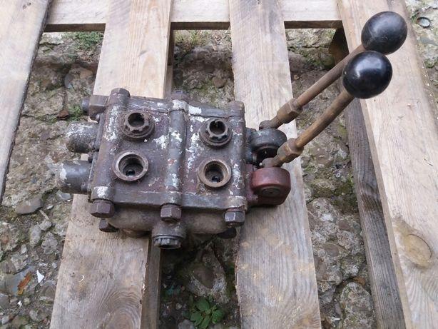 Rozdzielacz hydrauliczny 2-sekcyjny Bizon. Wysyłka Gratis.