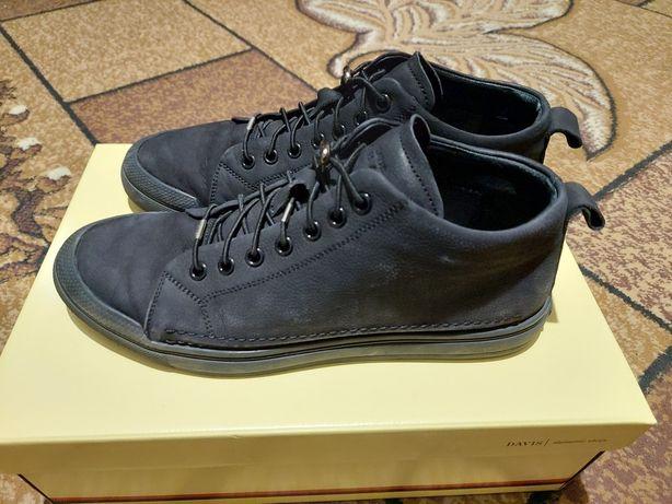 Чоловічі черевики демисезон 42 розмір.