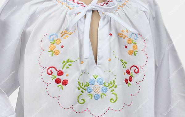 Blusa de criança c/ bordado de Viana feito à mão