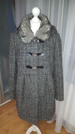Szary płaszcz z kapturem