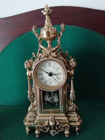 Relógio de pêndulo a funcionar