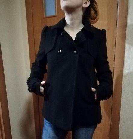 Короткое пальто 12 размера фирмы dorothy rerkins