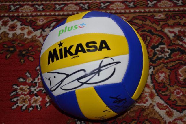 Piłka Mikasa+autografy siatkarzy PGE Skry Bełchatów