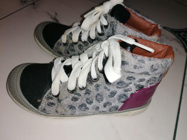 Весняні черевички для дівчинки 29 розмір.