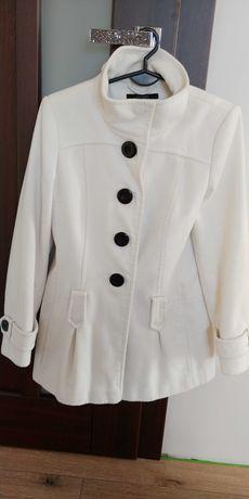 Płaszcz biały zimowy