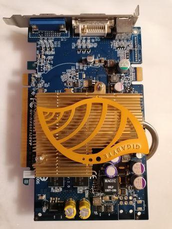Placa gráfica Gigabyte Geforce 6600 GT -