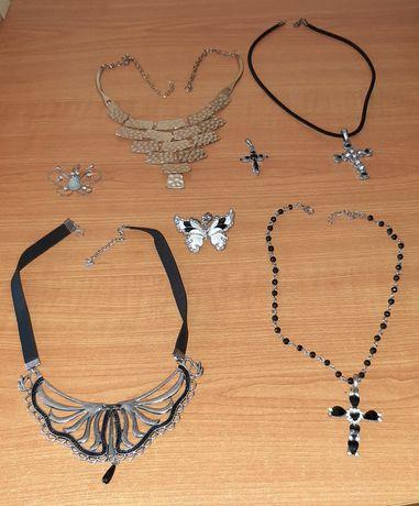 Colares em bijuterias