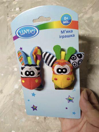 Мягкая игрушка-погремушка на руку Lindo Жираф и Зебра