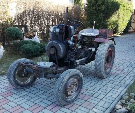 Traktor SAM z przyczepką