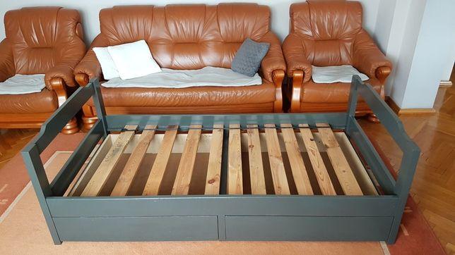 Mocnee łóżko z szufladami