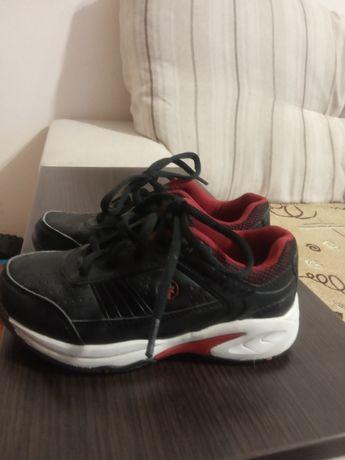 кросовки на мальчика 28 размер на шнурках