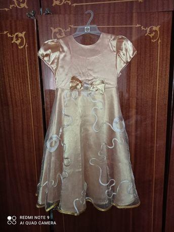 Недорого,золотое платье 5-8лет