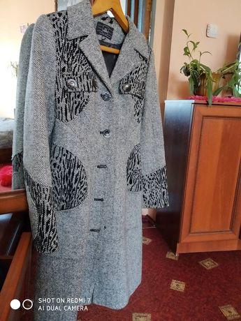 Жіноче осіннє пальто