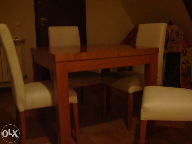 Mesa de jogo e cadeiras
