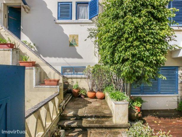 ESTORIL - Prédio habitacional com 4 frações