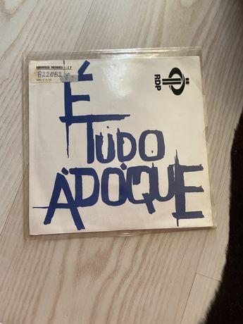 """Single """"É Tudo Adoque"""""""
