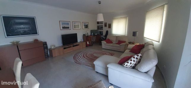 Apartamento T3 à venda na avenida 5 de Outubro em Alverca