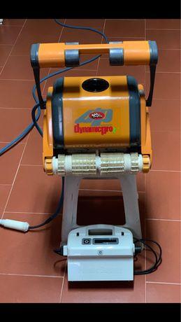 Robot aspirador de piscina impecavel