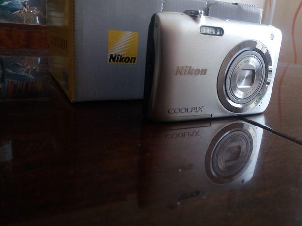 Новый цифровой фотоаппарат Nikon Coolpix A100! Срочно! Идеал. сост.!