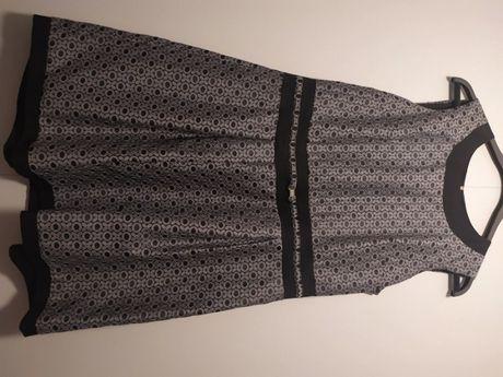 Rozkloszowana szara sukienka