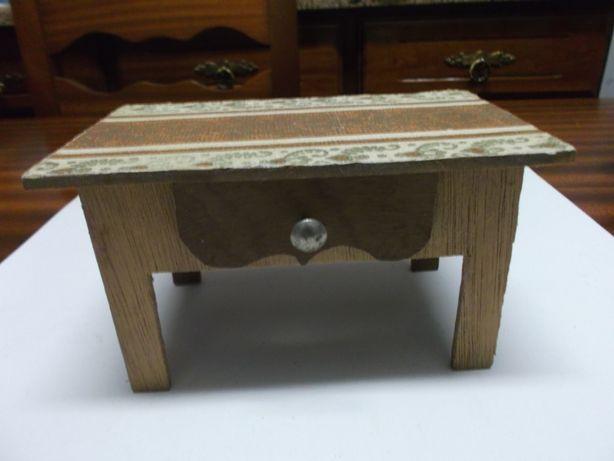 Mesa em madeira, brinquedo antigo