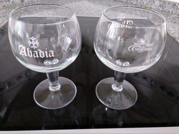 2 copos de cerveja (Abadia)