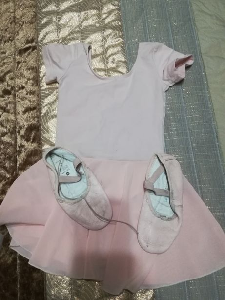 Roupa e sapatos de ballet