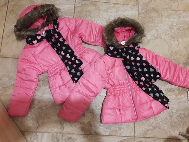 Продам красивые куртки на 5-6 лет для близняшек. Цена за 2 шт