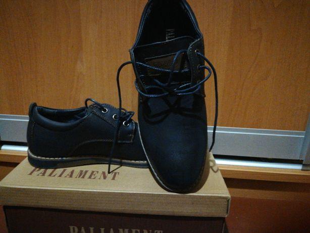 Продам туфли на мальчика 38р.