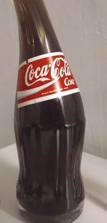 Coca cola. Garrafa. Vidro torcido.