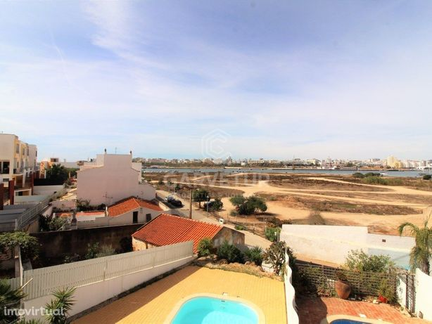 Moradia em banda T2 com piscina em Ferragudo, Algarve