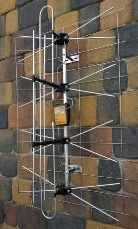 Antena szerokopasmowa ze wzmacniaczem
