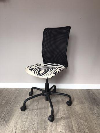 Krzesło biurowe Ikea czarno białe z siatką