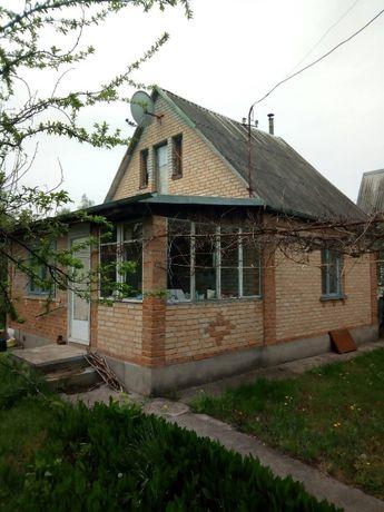 """Дачний будинок в селі Сухоліси, кооператив """"Росичі"""""""
