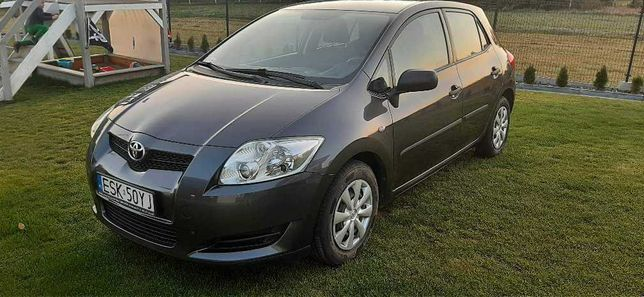 Toyota Auris 2009 rok
