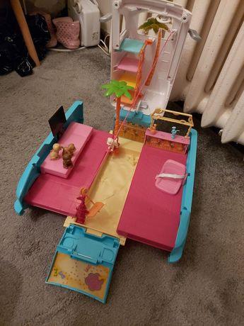 Wakacyjny samochód Barbie z pieskami