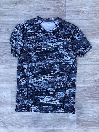 Термо футболка M размер S фирменная