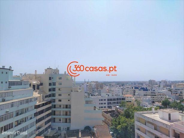 Apartamento T4+1 com estacionamento e arrecadação no Centro de Faro