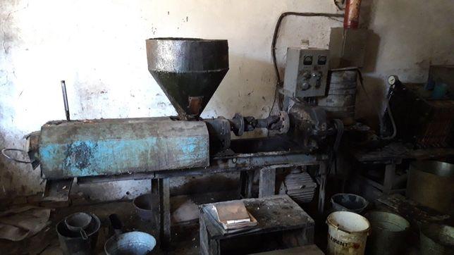 Производство подсолнечного масла, маслобойка, олійниця