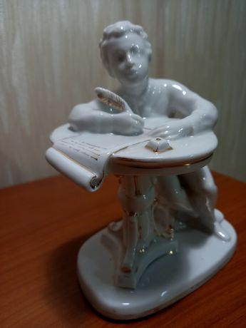 Пушкин фарфоровый ЛФЗ в отличном состоянии