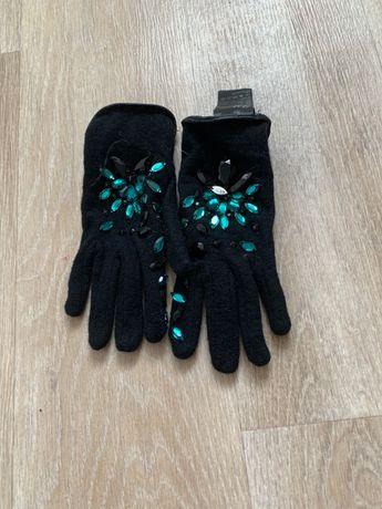 Wełniane rękawiczki z cyrkoniami