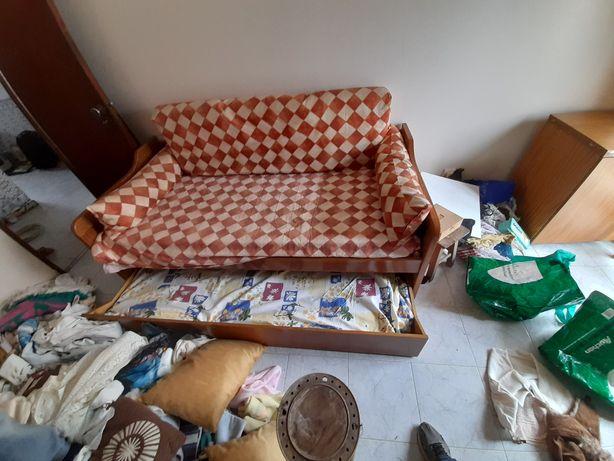Cama dupla que pode ser sofa