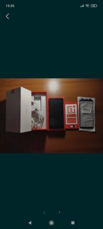 Телефон OnePlus 5T