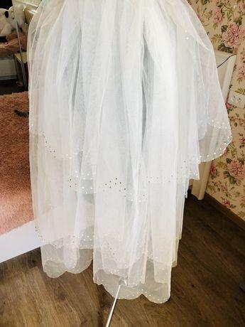 Продам новую свадебную белую фату и чулких