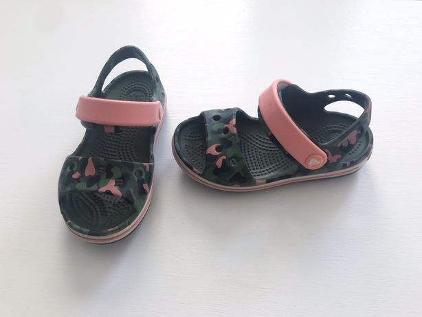 Crocs sandały C8 24/25 moro różowy sandałki