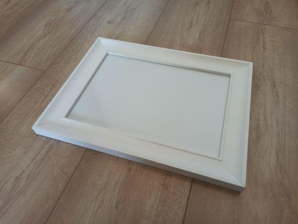 Ramka na zdjęcie biała ścienna 21x30