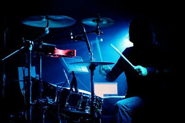 Кавер-группа ищет барабанщика(драммера) г.Харьков