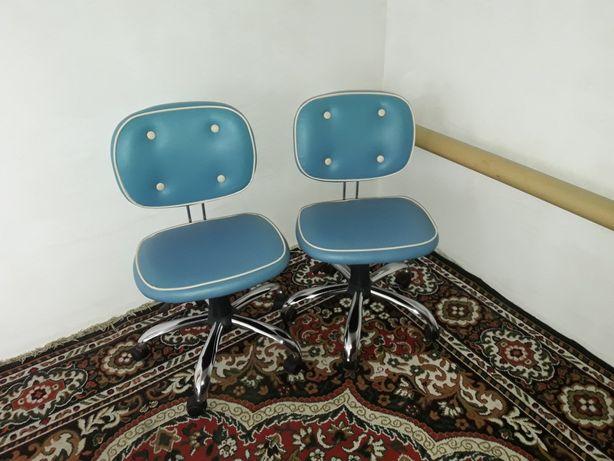 Два детских кресла для учёбы